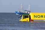 Laster versinkt im Sand: Nicht zu nah ans Meer mit den Dickschiffen