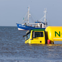 Laster versinkt im Meer vor St. Peter Ording