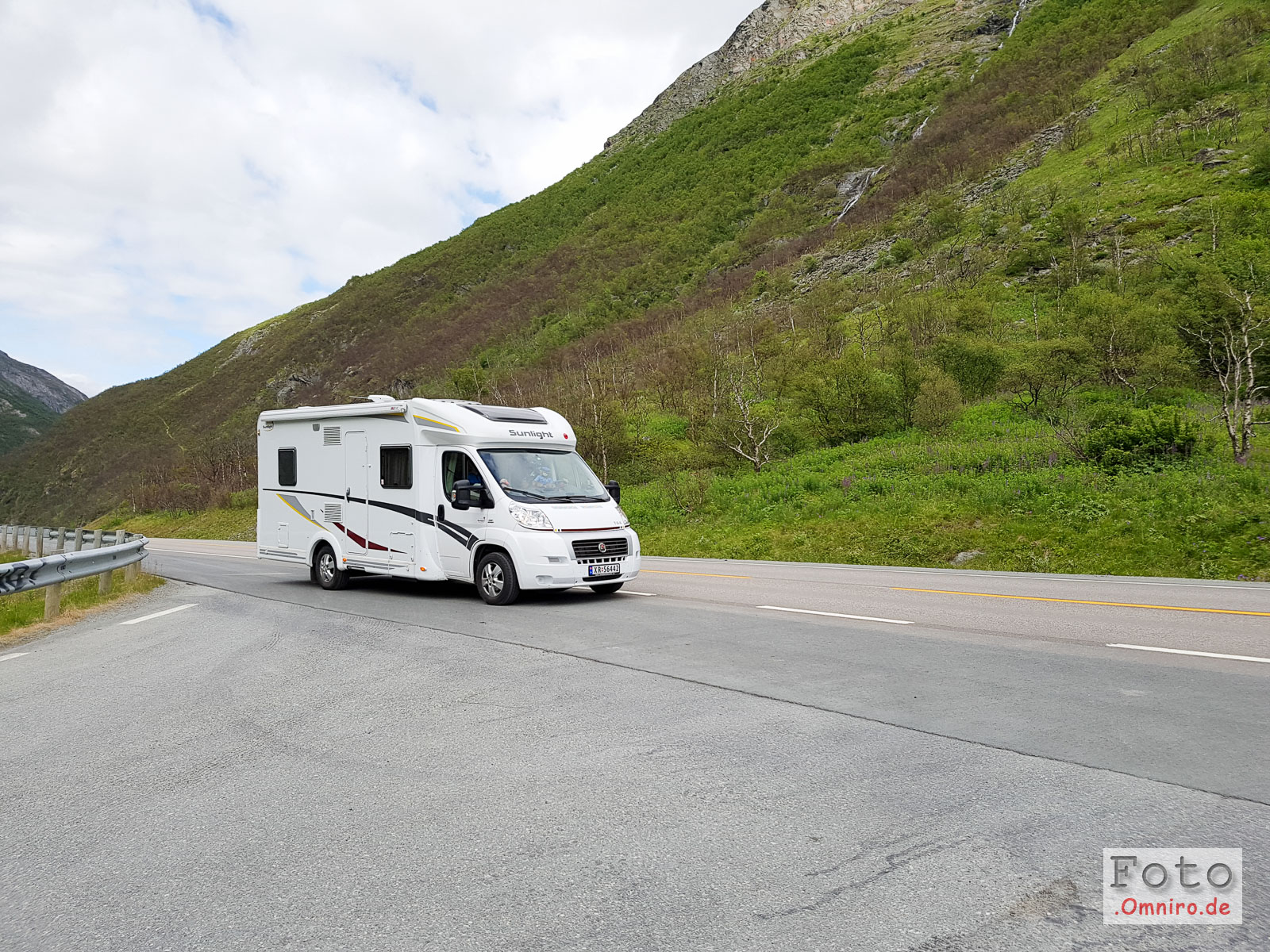 Ein nettes norwegisches Ehepaar nimmt mich als Anhalter mit zum 6 km entfernten Parkplatz