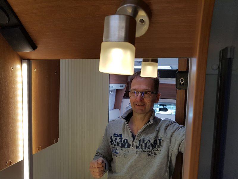 spiegellampe im bad im eigenbau. Black Bedroom Furniture Sets. Home Design Ideas
