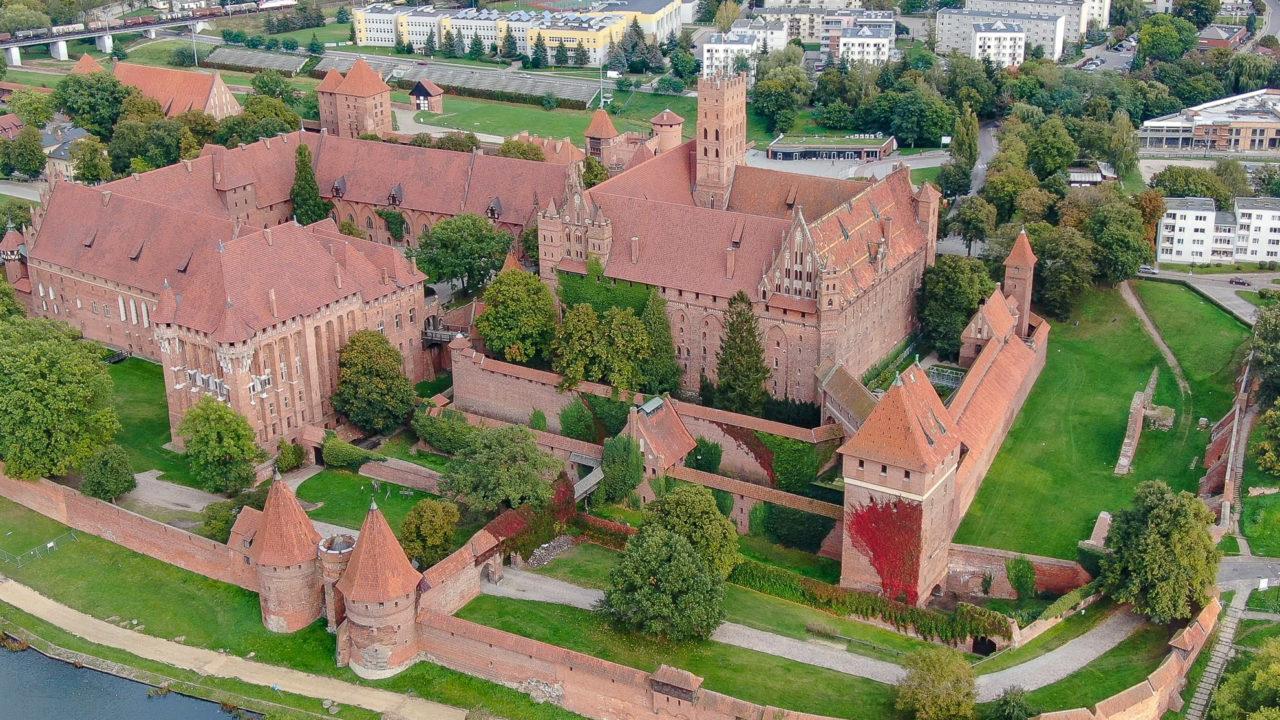 2020-11-04_07-02-42_Omni_Marienburg von oben-1600