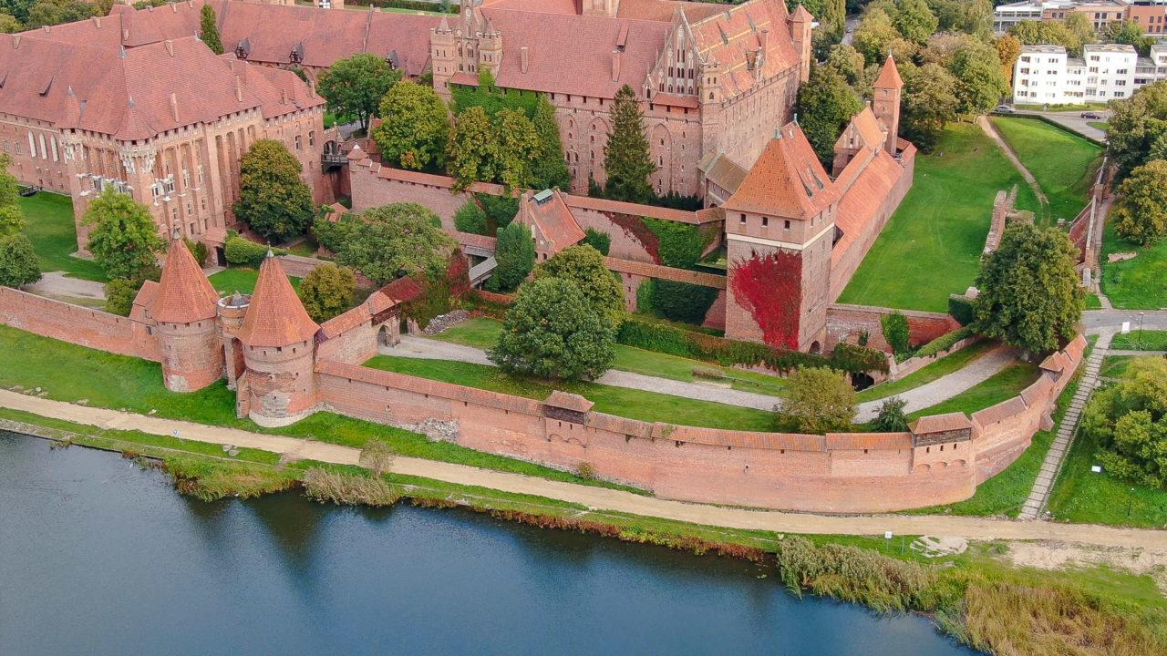 2020-11-04_07-03-26_Omni_Marienburg von oben 2-1600