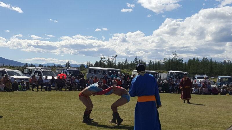 Disziplin Ringen beim Naadam Festival(c) Ethno Mongol
