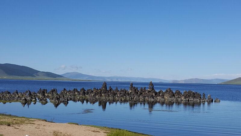 Vulkangestein im See (c) Ethno Mongol