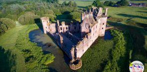 Schottland: Die Dreiecksburg und der Robin Hood Baum